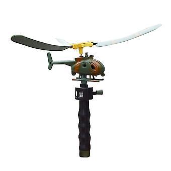 Lentokone pelaa drone-ilmailumalli kopterin kahvan vetohelikopteria
