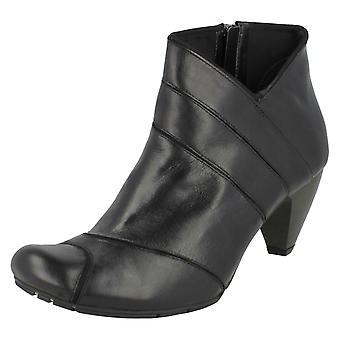 Ladiess Clarks Leather SoftWear Stivali stivaletti 'Lula Any'