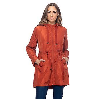 Lang jakke med hette, elastisk midje med strenger og sidelommer