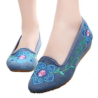 Old Beijing Cloth Embroidered Shoes 5 Petal Flower