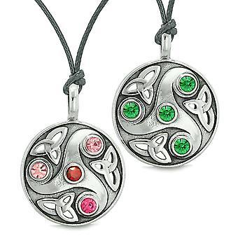 Godin Keltische Triquetra amuletten liefde paren of beste vrienden Set rood groen roze kettingen