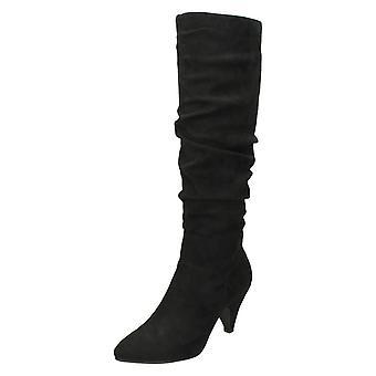 Mancha de senhoras na altura do joelho botas