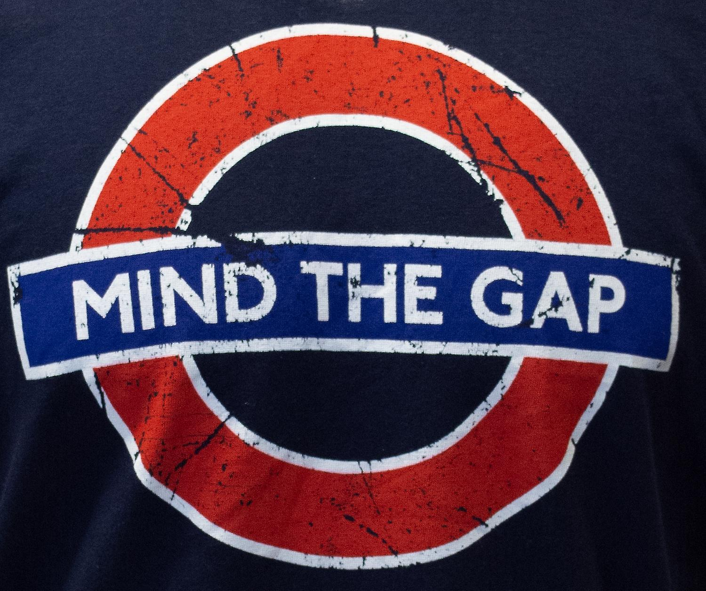 Licensed tfl™101mtgn unisex mind the gap™ underground london t shirt navy