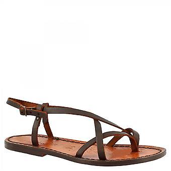 ليوناردو أحذية المرأة & apos;ق الصنادل ثونغ مسطحة محلية الصنع في جلد العجل البني الداكن مع مشبك