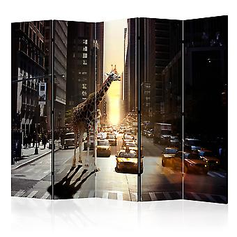 5-teiliges Paravent - Giraffe in the Big City II [Room Dividers]