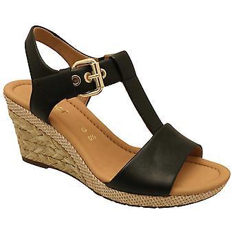 Gabor Karen Sort T-bar Sandal med en Ratan Kile