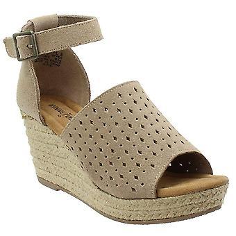 Minnetonka Bell Women's Sandal