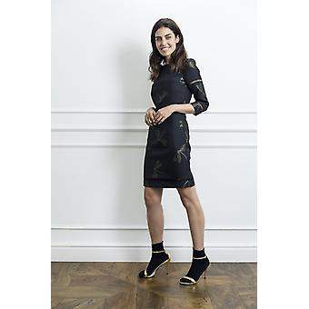 Šaty od černé tužky