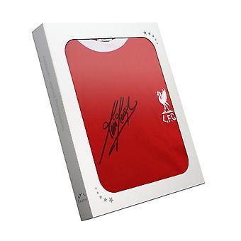 Kevin Keegan allekirjoitti Liverpool-paidan vuonna 1973. Lahjalaatikossa