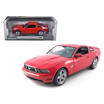 2010 Ford Mustang GT Coupé Torch Red With Charcoal Black Interior With Cashmere White Stripes 1/18 Diecast Car Model par Greenlight