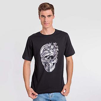 Camiseta preta de colagem