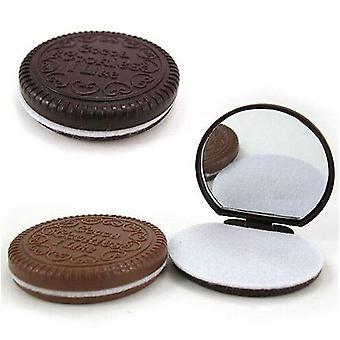 Söpö suklaakeksin muotoinen, pieni peili kampameikkityökalulla