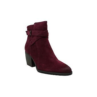 المُتّزِر النساء فينيا سويد أشار إلى أحذية أزياء الكاحل