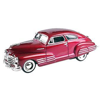 MotorMax American Classics - 1948 Chevy Aerosedan Fleetline Red - 1:24