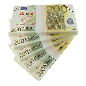Play money-200 euros (100 banknotes)