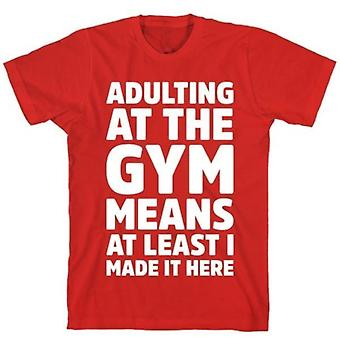 Adulte au t-shirt rouge de gymnastique