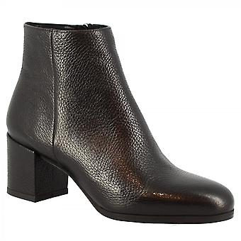 Leonardo Shoes Women's handmade squared heels round toe ankle boots in black calf leather