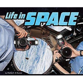 Een Astronaut's Life Pack A van 4 (Pebble Plus: een Astronaut's leven)