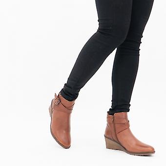 لوتس بترا السيدات الجلود الكاحل أحذية تان