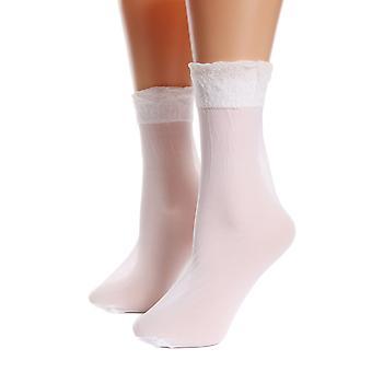 جوارب بيضاء محضة