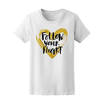 Följ ditt hjärta gyllene hjärta Tee kvinnors-bild av Shutterstock