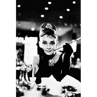 Audrey Hepburn Breakfast yrityksessä Tiffany&s B&W Maxi Poster
