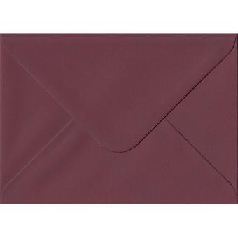 Bordeauxrood gegomd C6/A6 gekleurde rode enveloppen. 120gsm GF Smith Colorplan papier. 114 mm x 162 mm. bankier stijl envelop.