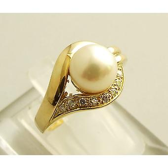 18 carat gold ring with pearl and diamond