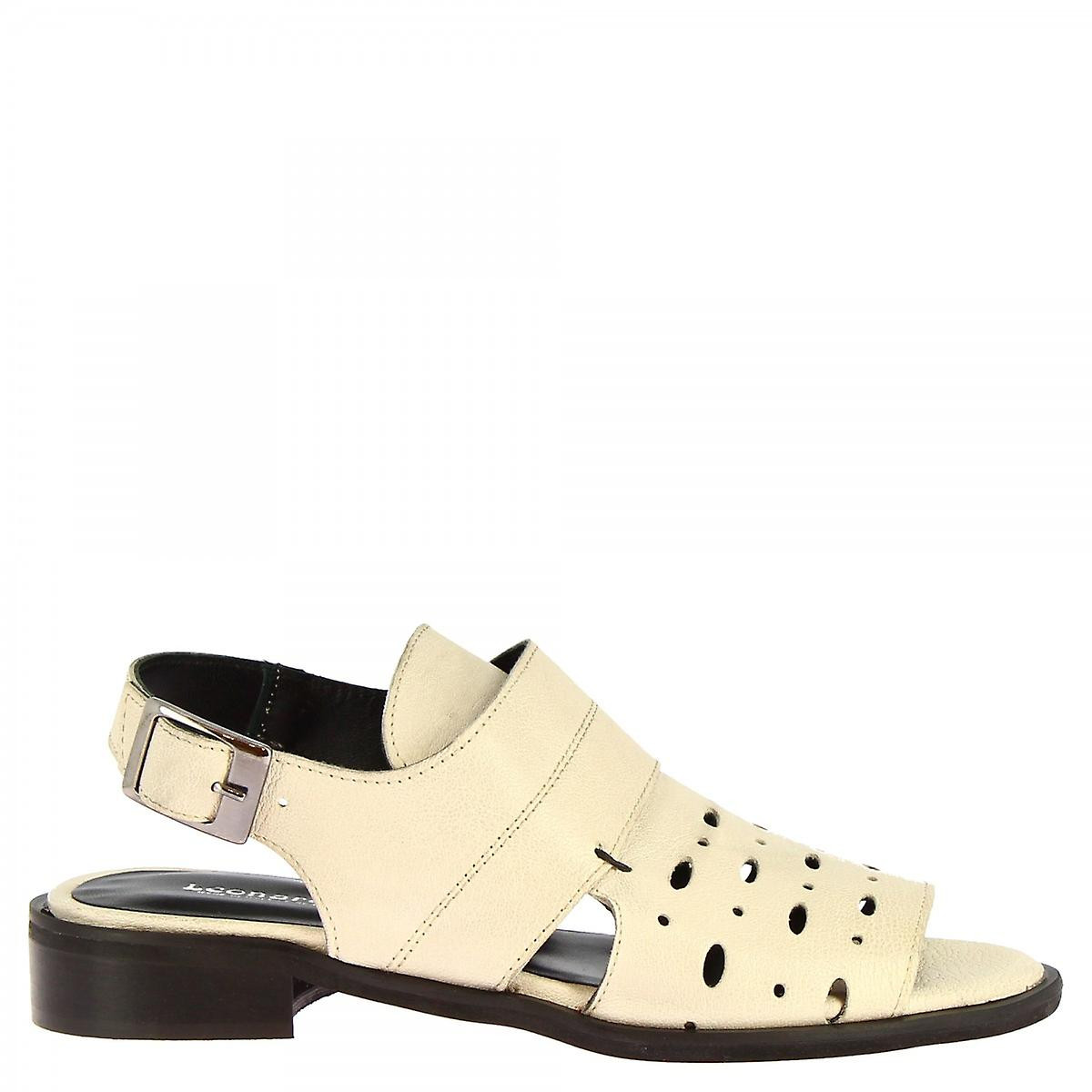 Leonardo Shoes Women's handmade low sandals in white calf leather with buckle