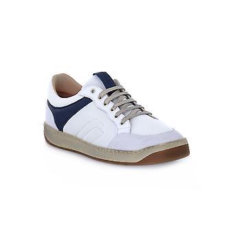 Frau tecno witte schoenen