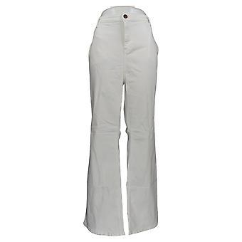 BROOKE SHIELDS Timeless Women's Plus 22W Flare Jeans White A351363