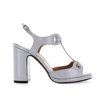 L'autre Chose Light Grey Patent Leather Sandal