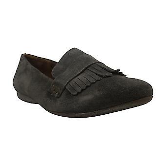 Born Womens McGee Leather Closed Toe