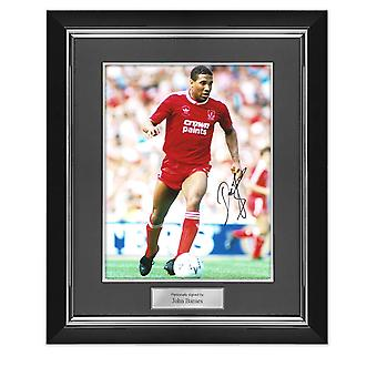 John Barnes unterschrieb Liverpool Foto: On The Wing. Deluxe Rahmen