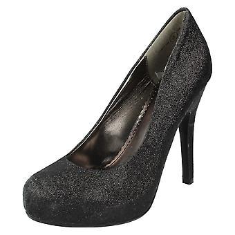 Κορίτσια Ανν Μισέλ δικαστήριο παπούτσια