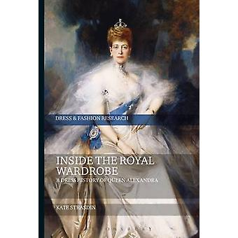 Inside the Royal Wardrobe par Kate Strasdin