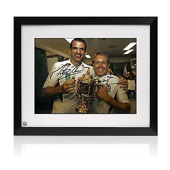 جوني ويلكنسون ومارتن جونسون وقعت 2003 صور كأس العالم للرجبي. مؤطرة (كبير)