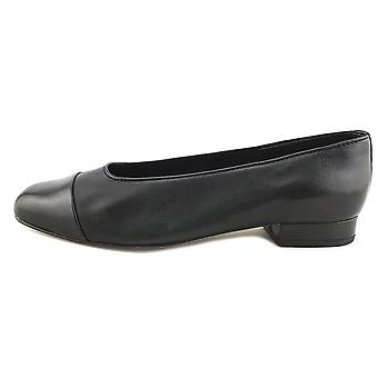 Vaneli Womens Frankie Closed Toe Slide Flats
