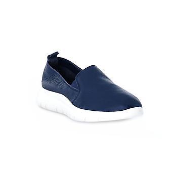 Frau deer blue shoes