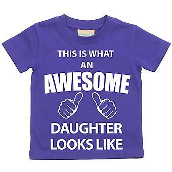 これは何の素晴らしい娘に見えるような紫の t シャツです。