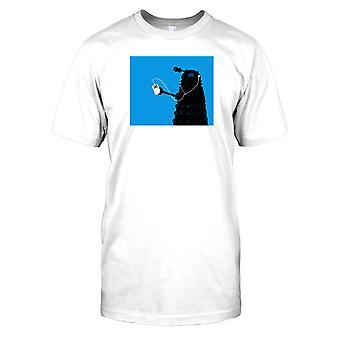 Dalek ouvindo iPod-cool Sci Fi Mens T-shirt