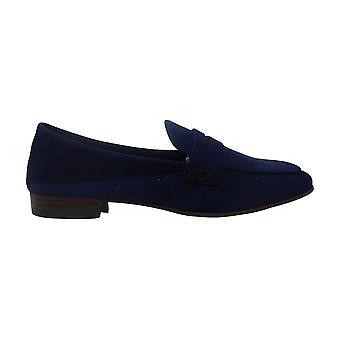 فينس كاموتو المرأة & ق الأحذية ماكيندا الجلود مغلقة المتسكعون