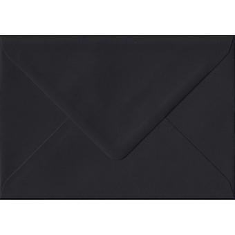 Noir gommé A5 couleur noir enveloppes. 100gsm FSC papier durable. 152 mm x 216 mm. banquier Style enveloppe.