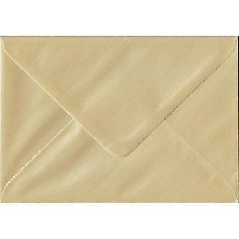 Champagne gegomd Gift/plaats kaart crème gekleurde enveloppen. 100gsm FSC duurzaam papier. 70 mm x 110 mm. bankier stijl envelop.