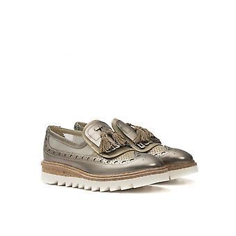 Papuci din piele și plasă