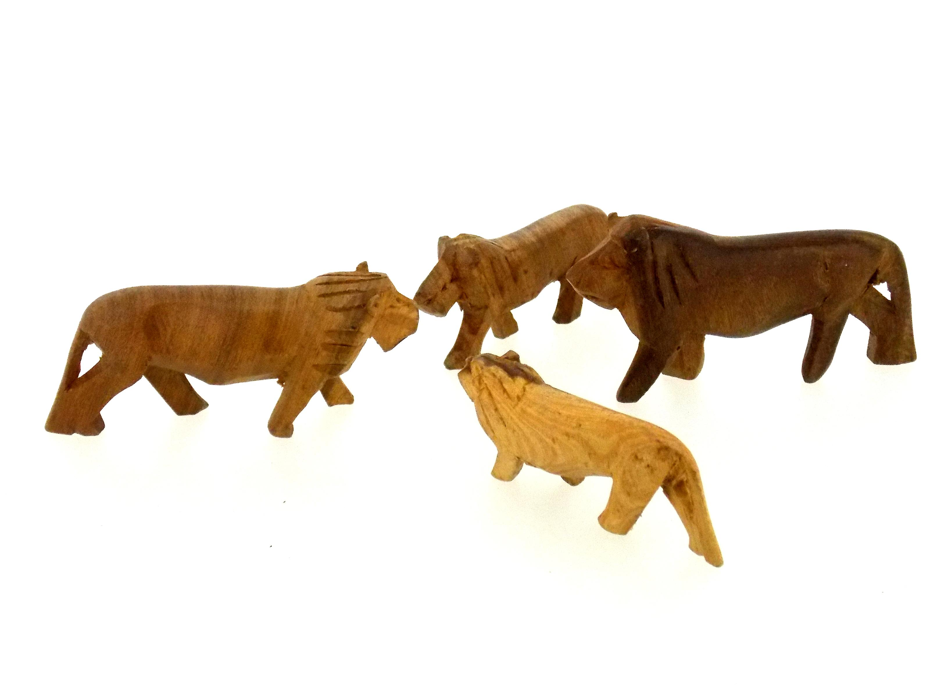 Vintage Wooden Lion Figurine Family - 4 Piece Set