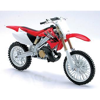 Bicicleta da sujeira fundido vermelho Honda CR250R, 01:32 escala