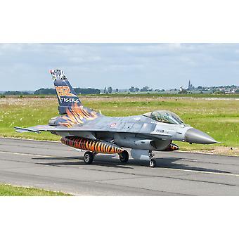 Turkin ilmavoimien F - 16C Fighting Falcon lennolla linjan Cambrai Air Base Ranskan aikana Naton Tiger täyttää 2011 Juliste Tulosta