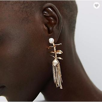 Earring with beads and long chains with rhinestones