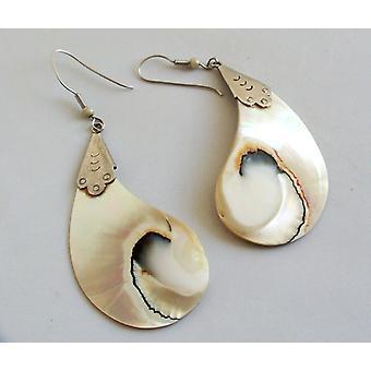 Zilveren oorbellen met parelmoer